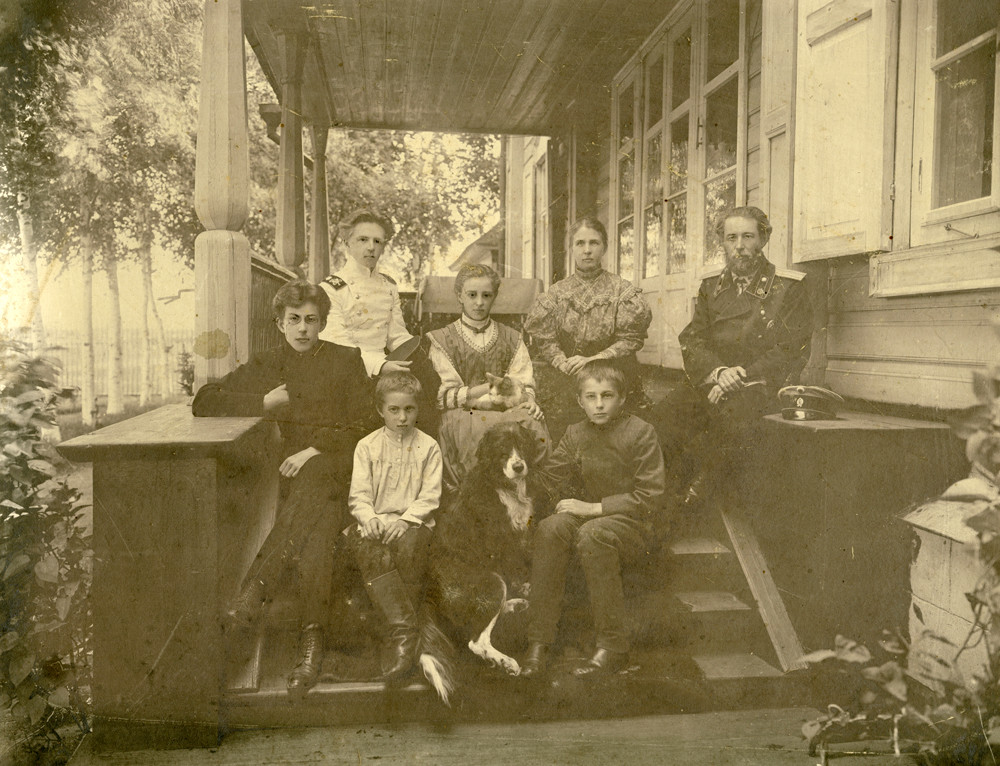 A group photo of the Kogevin family, 1909. Left to right: upper row: Eugene, Zinaida, Vera, Vladimir; bottom row: Constantin, Nikolai, Dmitry