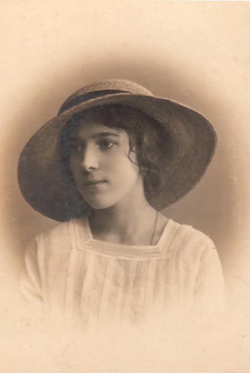 Раиса Брешко-Брешковская, СПб, 1916 г.