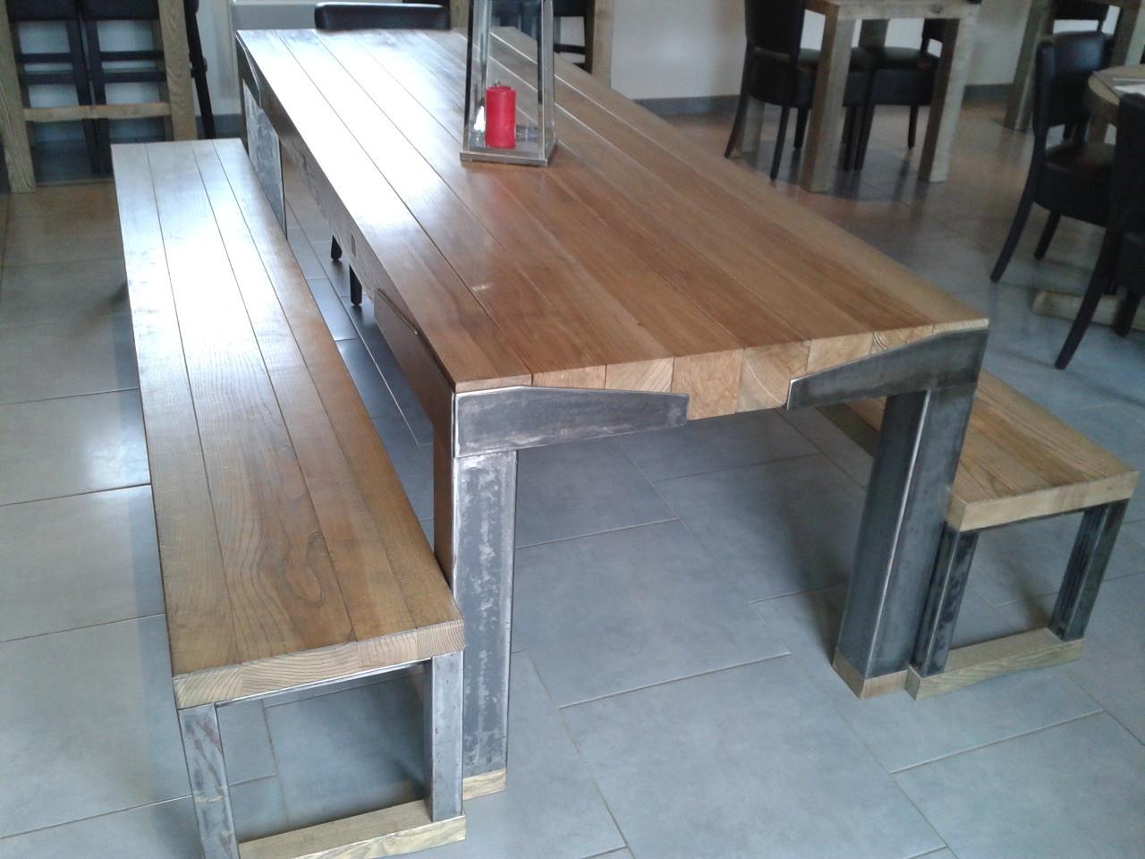 Table bois (frêne) et fer 2.10 m  x  0.90m