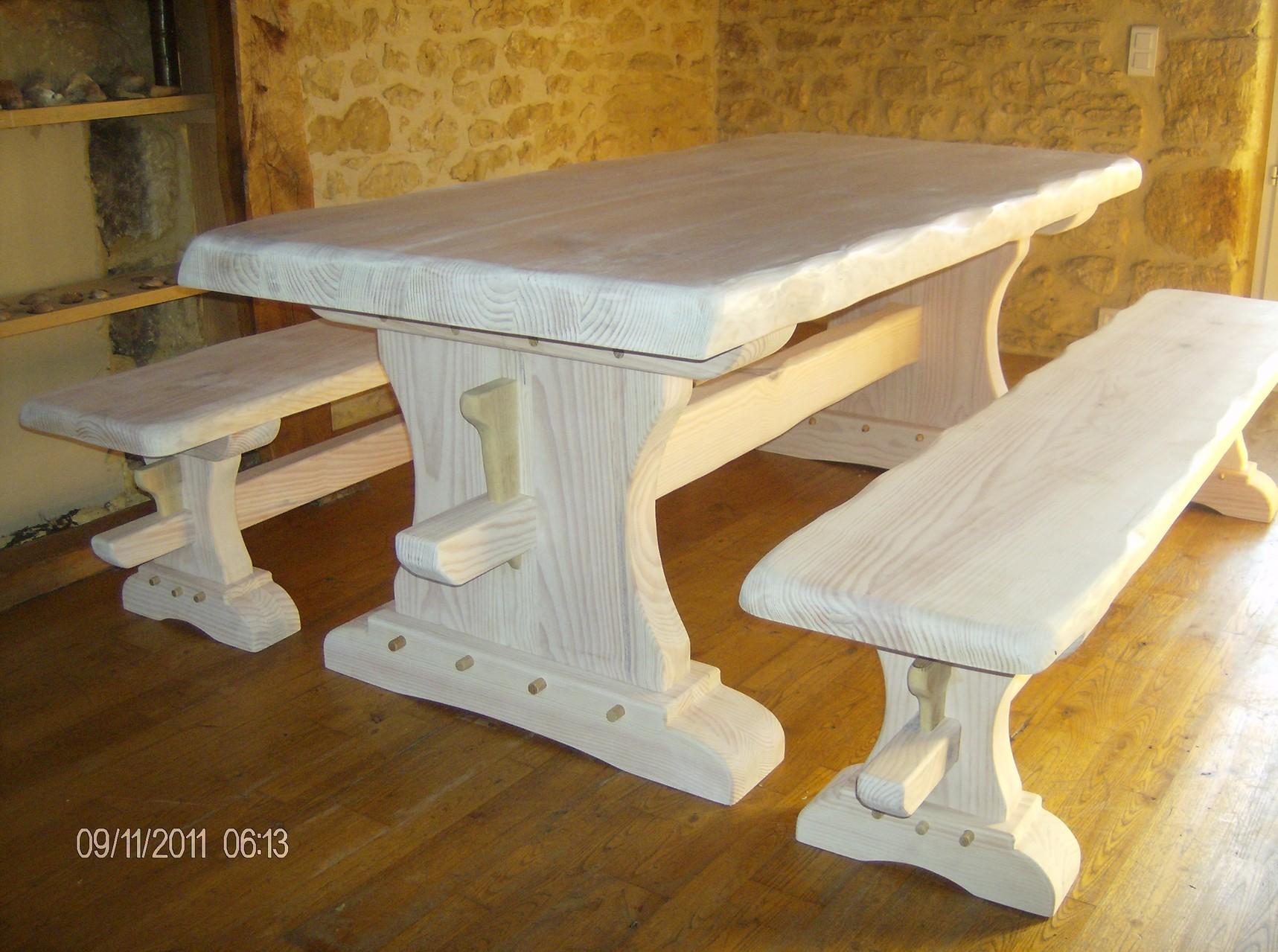 table et bancs monastères en bois de pin blanchis