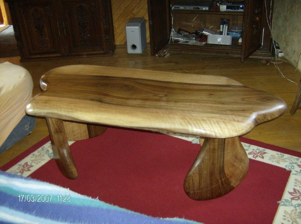 table basse en bois de noyer