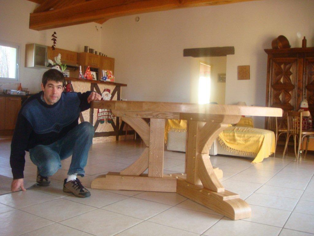 3 pieds sur cette table