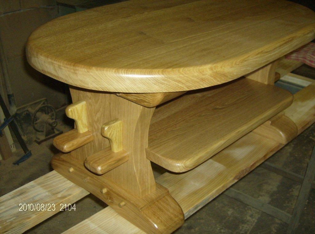 table basse en bois de chêne vernie