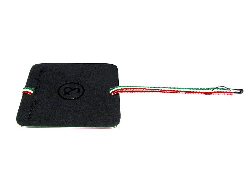 Hangtag with black glossy print, tricolor edges and italian flag ribbon with pear-shaped safetypin