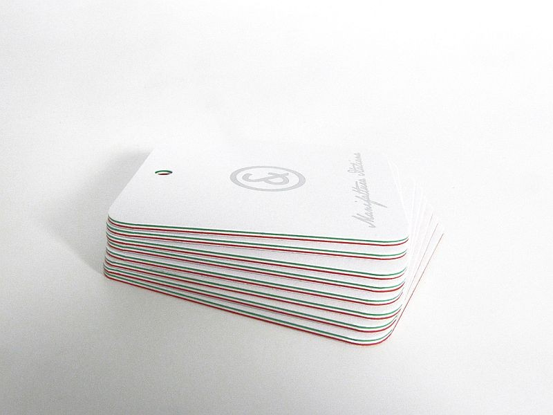 Hangtags with tricolor edges detail