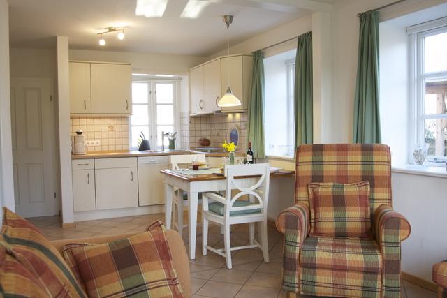 Wohnraum mit Blick zur Küchenzeile