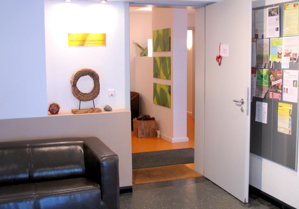 Allmende Gesundheitszentrum Foyer- Eingang