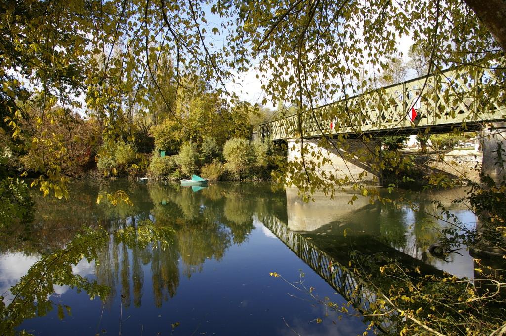 Pont sur l'Isle à Guîtres