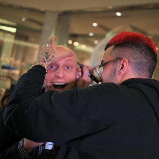 Sfera Ebbasta firma pelata Andrea Prada rapper tran tran cupido