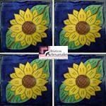 Azulejo Talavera modelo Girasol de 2 hojas Azul en 10.5 x 10.5 cm, ideal para baños y cocinas mexicanas lo encuentras en Rústicos Artesanales visítanos en nuestra web www.rusticosartesanales.com
