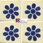 Azulejo Talavera modelo Daisy Azul en 10.5 x 10.5 cm, ideal para baños y cocinas mexicanas lo encuentras en Rústicos Artesanales visítanos en nuestra web www.rusticosartesanales.com