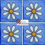 Azulejo Talavera modelo Amapola sobre Azul Mezclilla en 10.5 x 10.5 cm, ideal para baños y cocinas mexicanas lo encuentras en Rústicos Artesanales visítanos en nuestra web www.rusticosartesanales.com