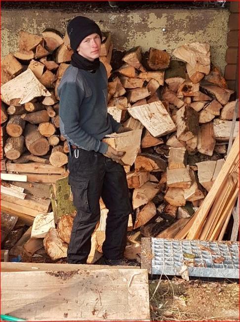 Und immer schön hochstapeln...aber bitte nur das Holz ;-)