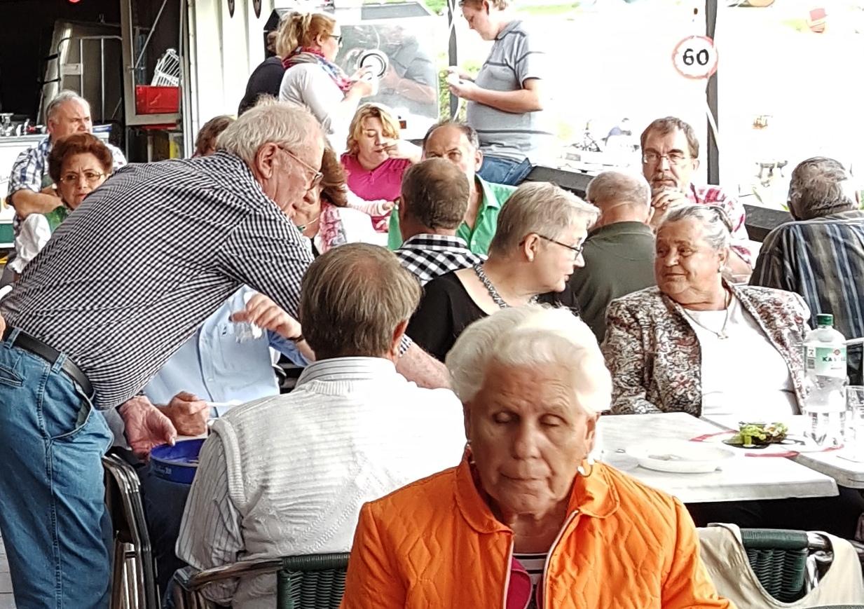 Anglerstammtisch-Gäste - wie in alten Zeiten....