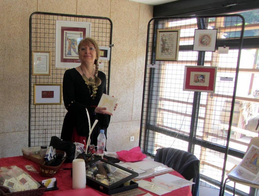 Démonstration d'enluminure à Montcornu par Martine Saussure-Young
