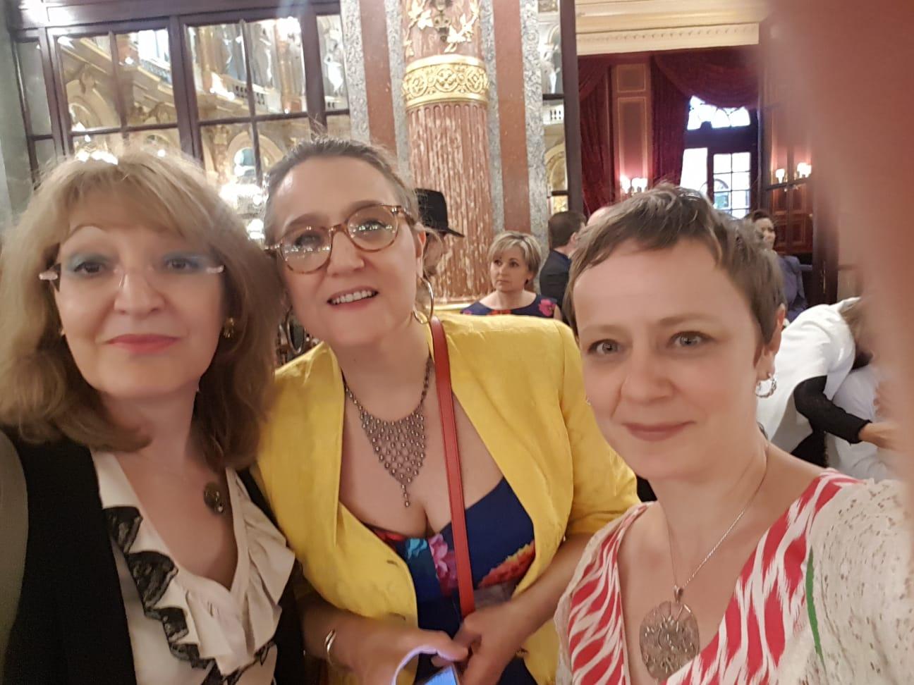 Avec Isabelle mon premier soutien et Valentine, artiste, ma galiériste