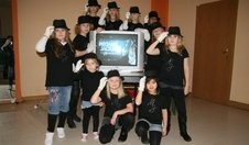 Die Mädchen sind Michael-Jackson-Fans durch und durch. Auch ihre Auftrittskleidung haben sie ihrem Idol angepasst. | Foto: Bergling