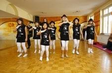 Die Tänzer der Dance-Factory bei ihrer Probe nach Musik von Michael Jackson. Foto: Eroll Popova