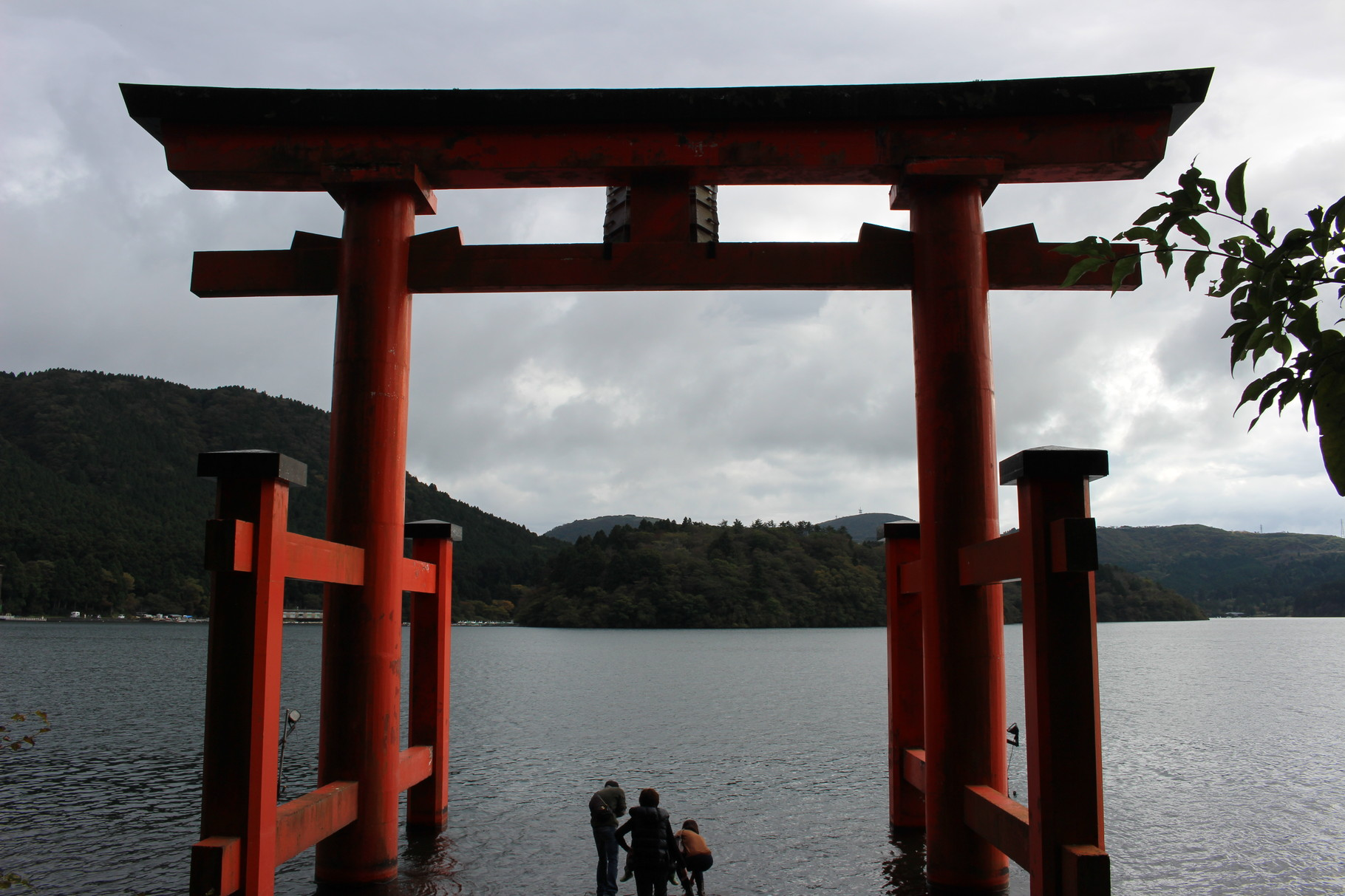 箱根神社を散策・矢立ての杉を見学