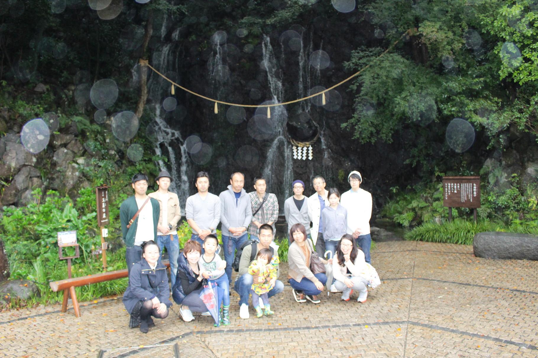 玉簾の滝にて記念撮影