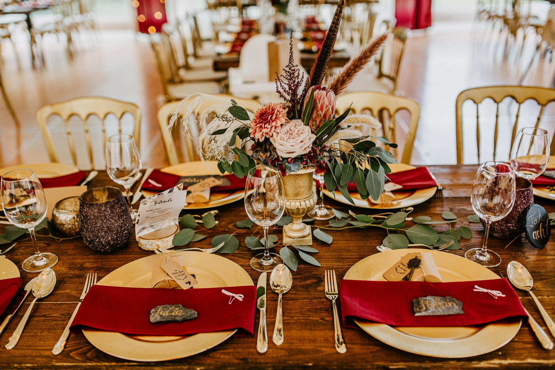 Wunderschöne Hochzeitsdecko in Rot -Gold