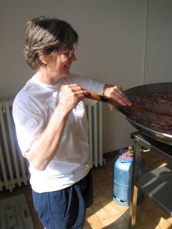 Chantal prépare la paella