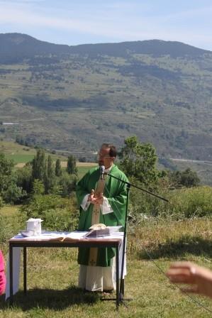 Messe sur le près avec le père Gilles