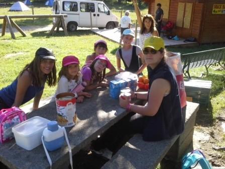 Le groupe des petits en camping au pla du Cambre d'Aze