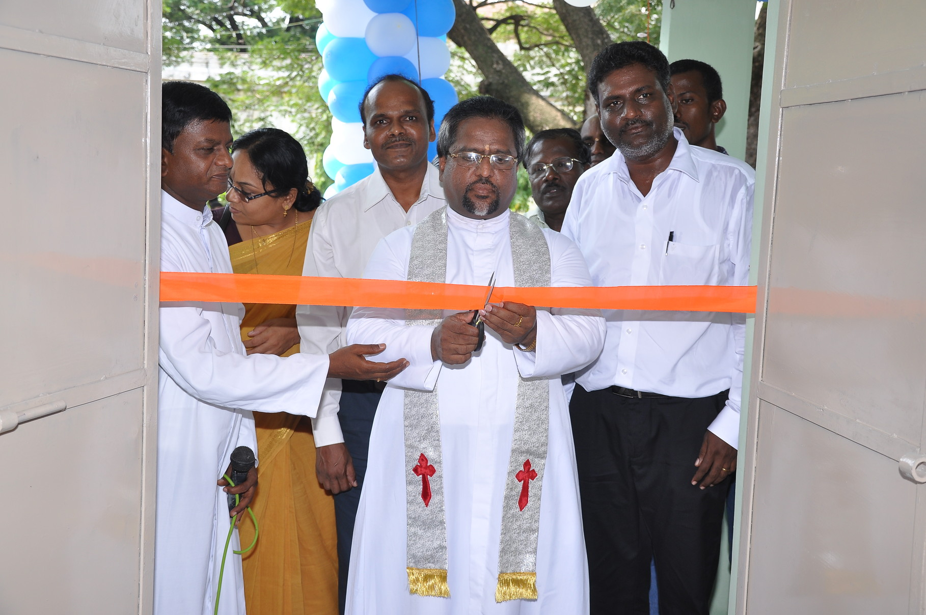 Rev. Fr. Dr. I. John Robert, from V.G. Vellore Diocese, cutting the ribbon to inaugurate the 1rst classroom