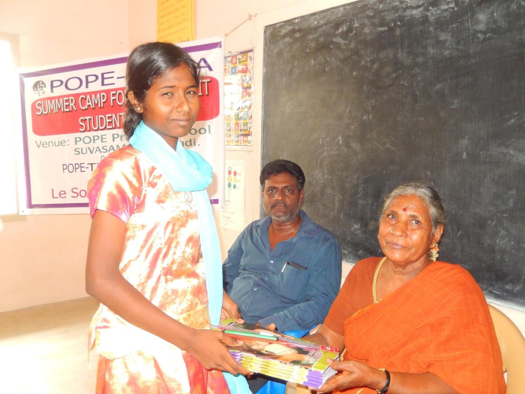 2015 - Distribution des fournitures scolaires