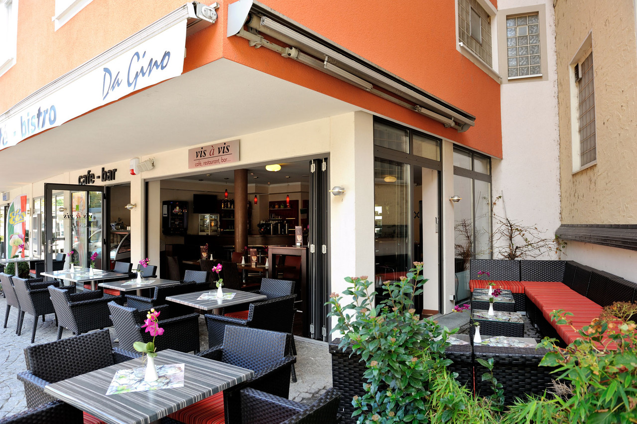Stilvolle Café Terrasse