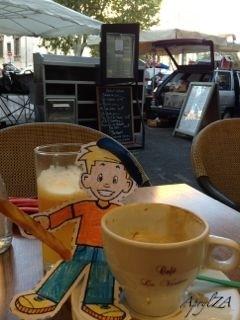 Flat Stanley à Cafe le Verdun, Palais de Justice, Aix-en-Provence, France