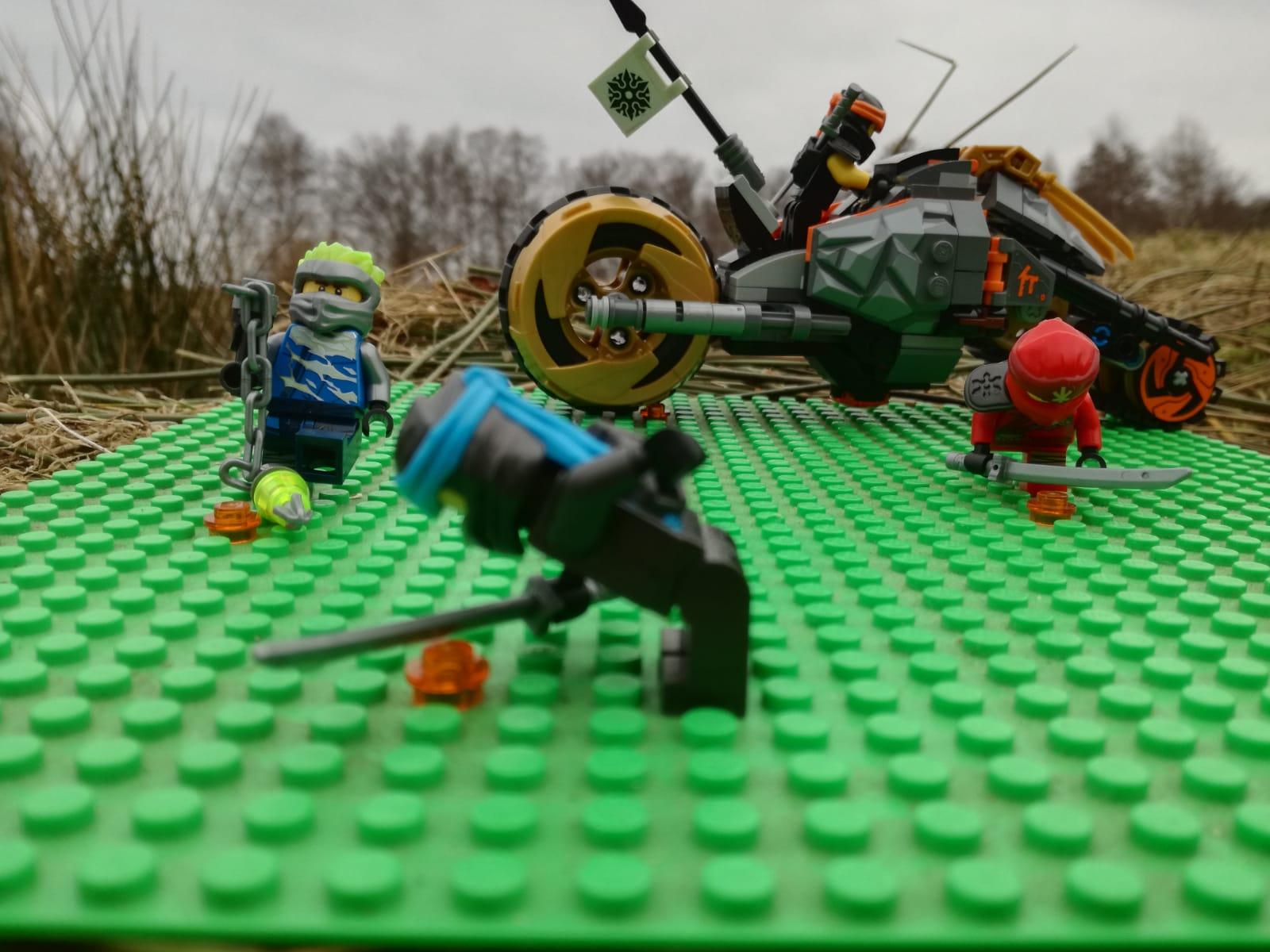 Die Ninjagos zerstören das Coronavirus.