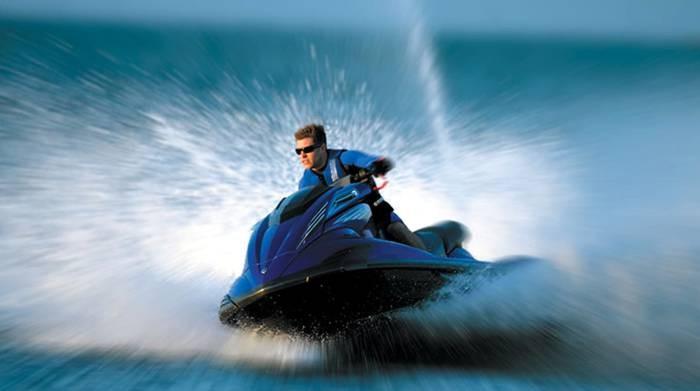 alquilar una moto acuática en Cádiz
