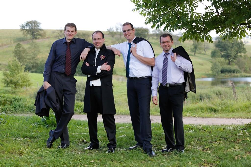 der Bräutigam und seine Schulfreunde