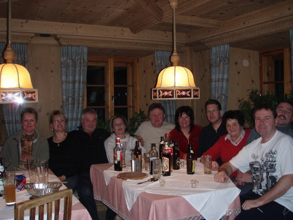 Gemeinsames Bratwurstessen mit Paula,Josl und Margit