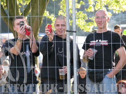Neo Nazis hinter Gitter
