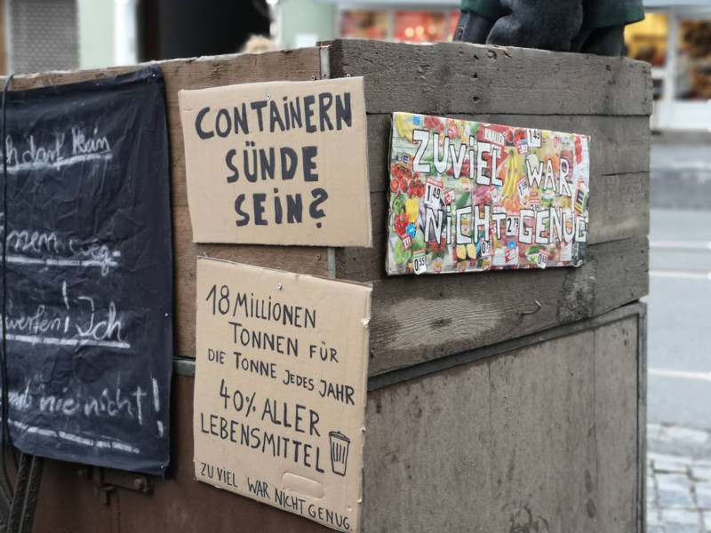 Olchis containert: Kundgebung