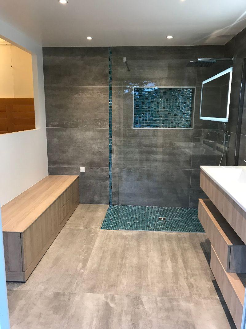 Albertus rénovation d'une salle de bain à Gap 05000 Hautes Alpes carrelage mosaïque bois