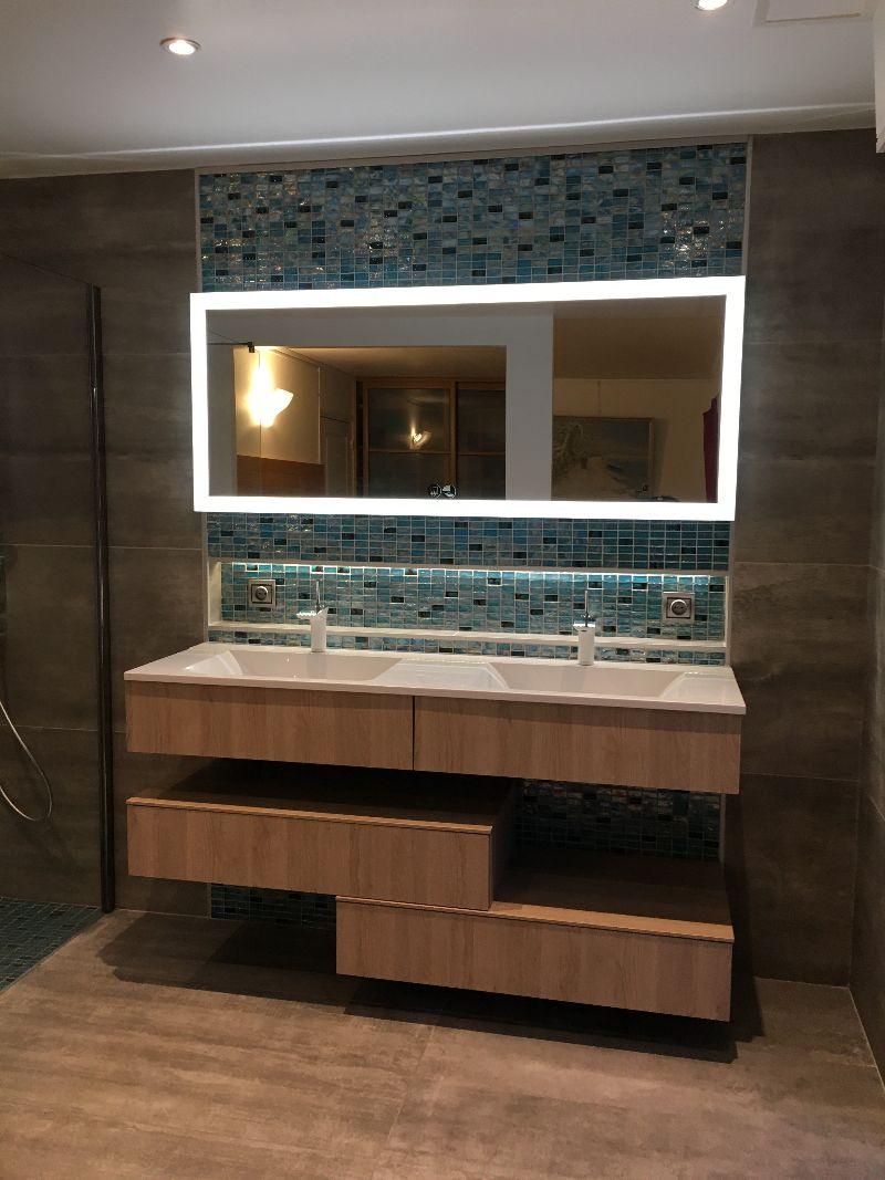 Albertus rénovation d'une salle de bain à Gap 05000 Hautes Alpes carrelage mosaïque bois niche de rangement