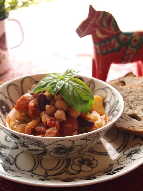 トマト缶と豆の煮込み
