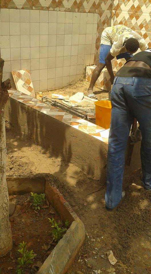 Construction du lavoir, carrelage