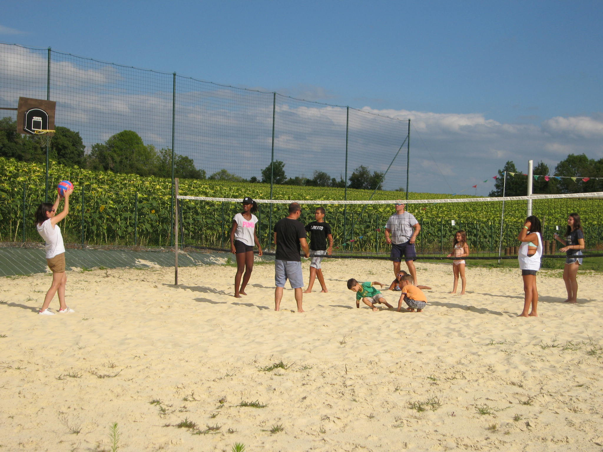 Le beach stadium ; beach volley, tennis, badminton, rugby, football... ou châteaux de sable !