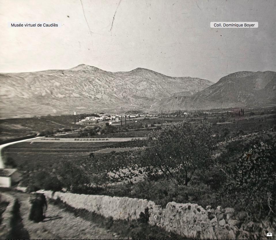 Village vu du Chemin menant de l'Oratoire Ste Anne vers Notre-Dame au début du XXe siècle