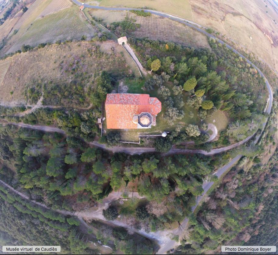 Notre-Dame de La Val,  Oratoire  Sainte Anne, Douno Pa, Oliviers de l'ancien cimetière, Parc Jean Jouret: vue d'ensemble (drone)