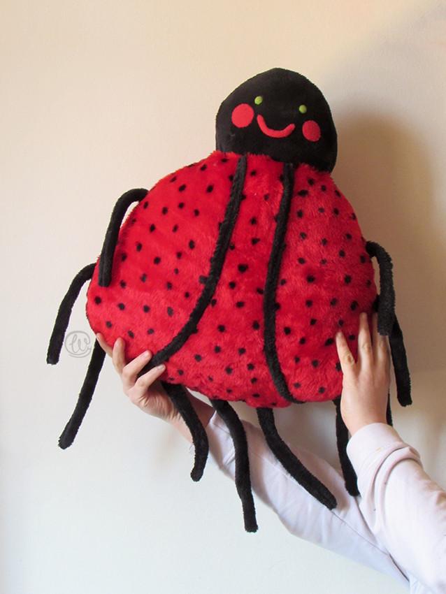 Mariquita, Ladybug, plush, peluche, cojín , cushion, bugs, bichos, handmade, hecho a mano, fabric artist