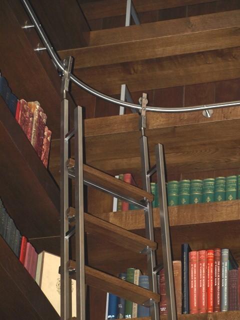 лестница c гнутой направляющей SL.6080.H.AK Vario Akzent