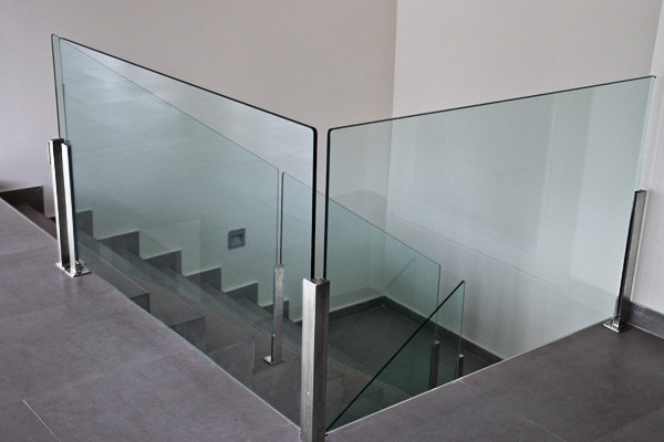 Barandillas escaleras laravid trabajos en acero - Pasamanos de cristal ...
