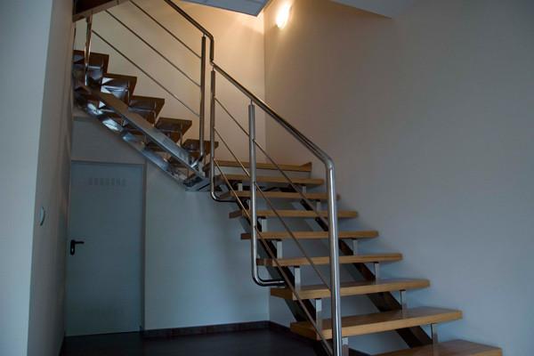 Escaleras de diseño en acero inoxidable, hierro y acero corten en ...