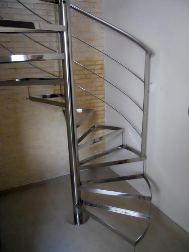 Escaleras de caracol escaleras laravid trabajos en acero for Como hacer una escalera caracol metalica
